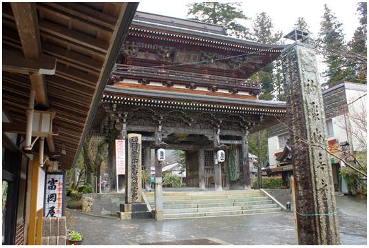 Le Mon, soit la porte bouddhiste de l'entrée