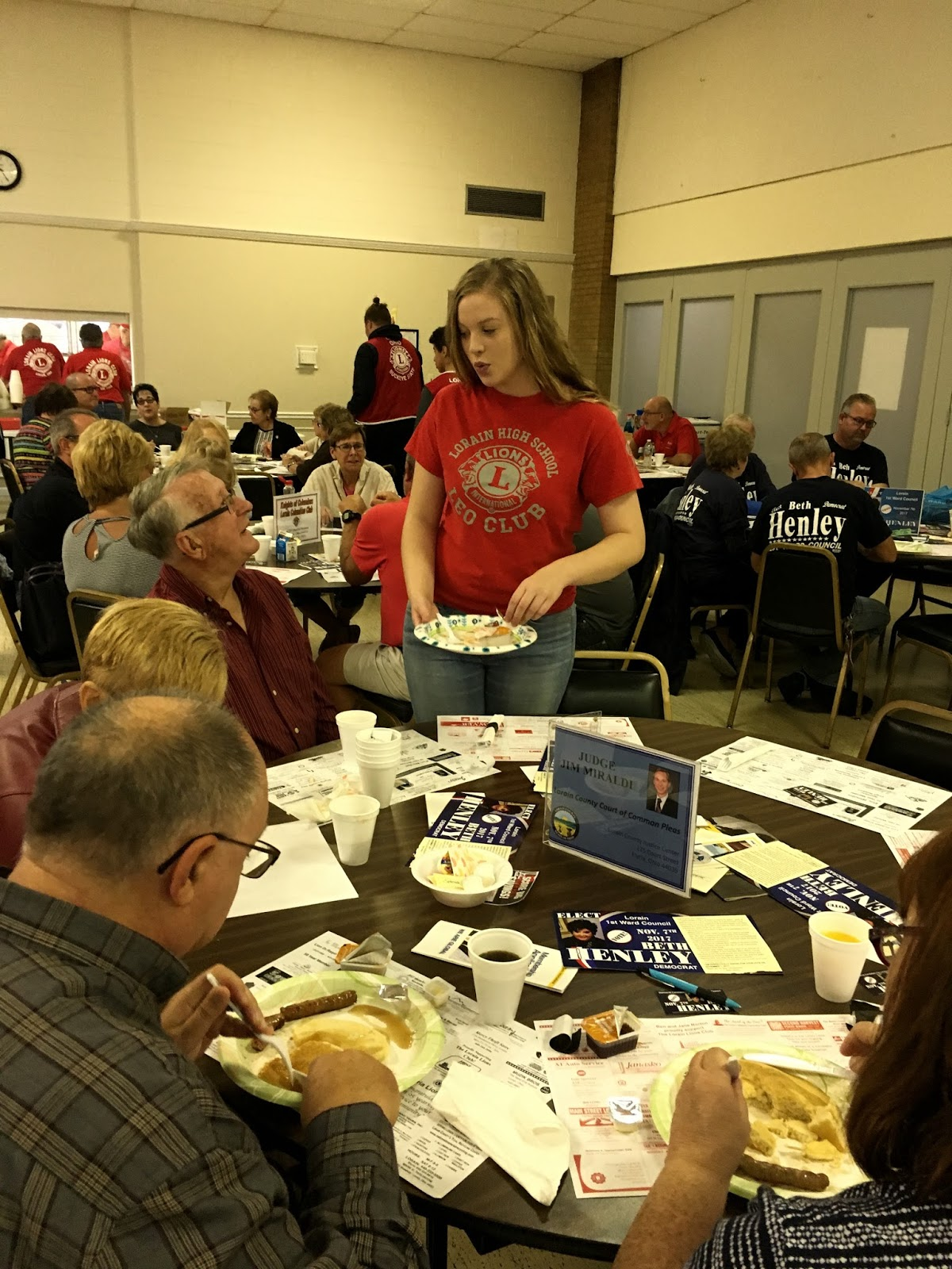 Leo Club President Alexis Sexton Clearing Tables The Leos Have Become A Vital Part Of Lorain Lions Pancake Breakfast