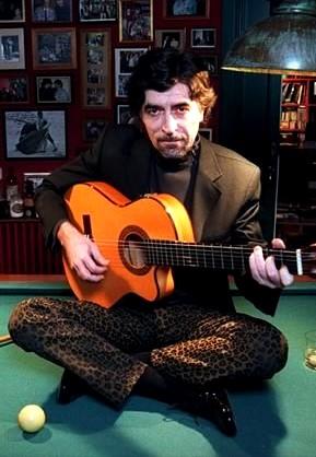 Foto de Joaquín Sabina con su guitarra