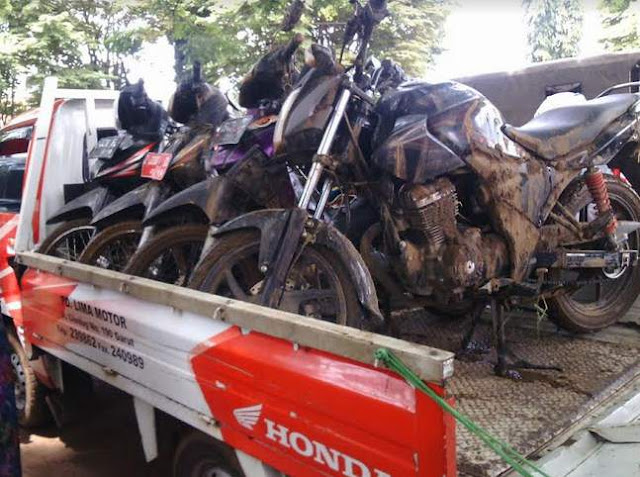 Honda's-response-to-the-Flood-Disaster-Garut-16