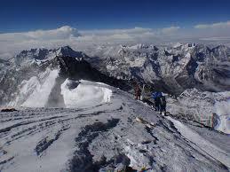 Monte Everest desloca-se para sudoeste devido a terremoto no Nepal