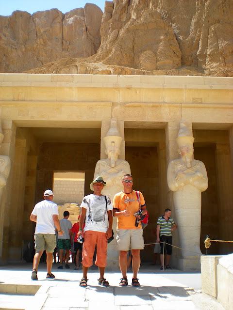 dolina królów, posągi Hatszebsut