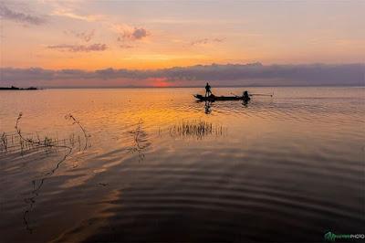 Bủa lưới trên hồ- Sông Cửu