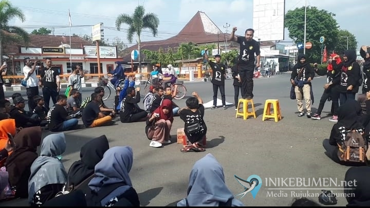 Gelar Fun Walk, Gerkatin Kebumen Ajak Masyarakat Belajar Bahasa Isyarat