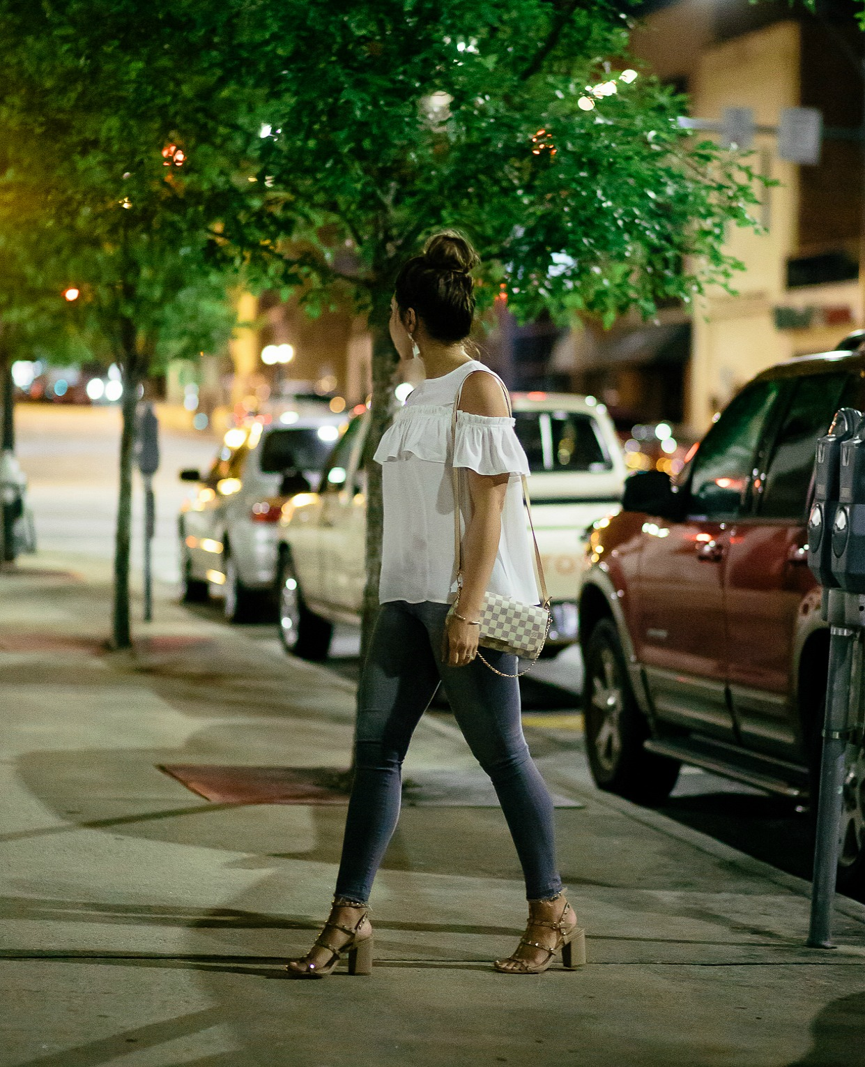 louis vuitton favorite pm, cold shoulder ruffle top, date night look, ag legging denim