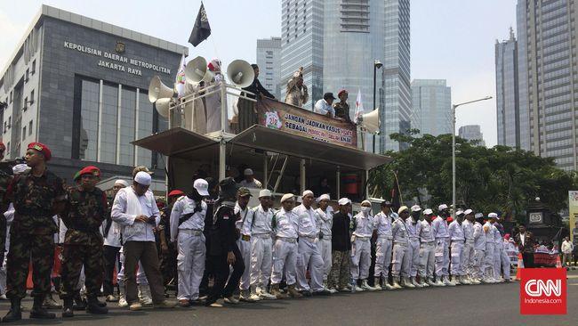 Orasi Khilafah Menggema dalam Aksi Kawal Amien Rais di Depan Polda Metro Jaya