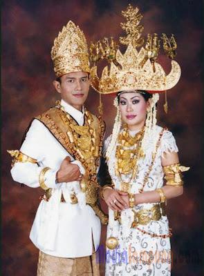 Pakaian+Adat+Lampung+2