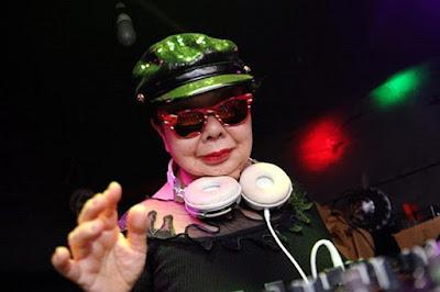 Wanita berusia 82 tahun aktif sebagai DJ kelab malam