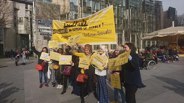 """Lallab manifeste contre l'universalisme du féminisme par un slogan raciste : """"remballe ton féminisme blanc"""""""