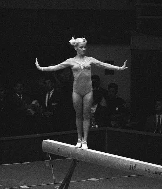 Nude Women Gymnasts