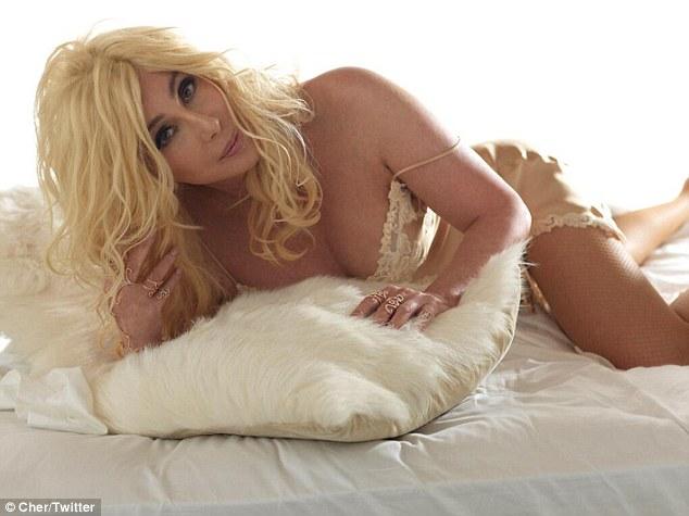 Cher: Στα 67 της με νέα sexy φωτογράφιση! Δείτε το clip