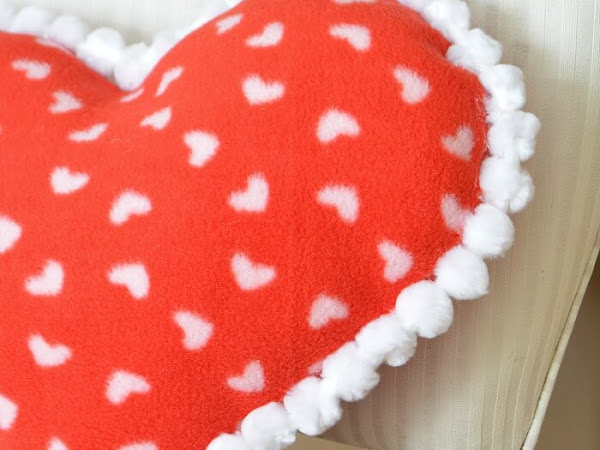 Easy DIY Fleece Valentine Heart Pillow
