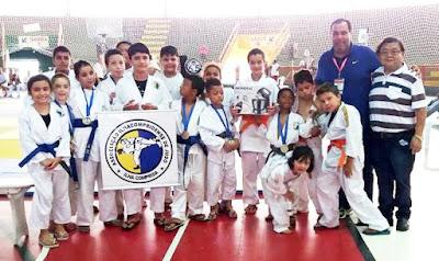 Judocas da Ilha comemoram a conquista de seis medalhas e Troféu Yokimaça Fujihara, em Torneio de Registro-SP