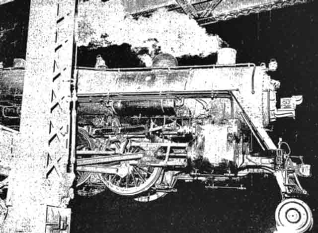 Dangling Locomotive in Chicago, 21 September 1941 worldwartwo.filminspector.com