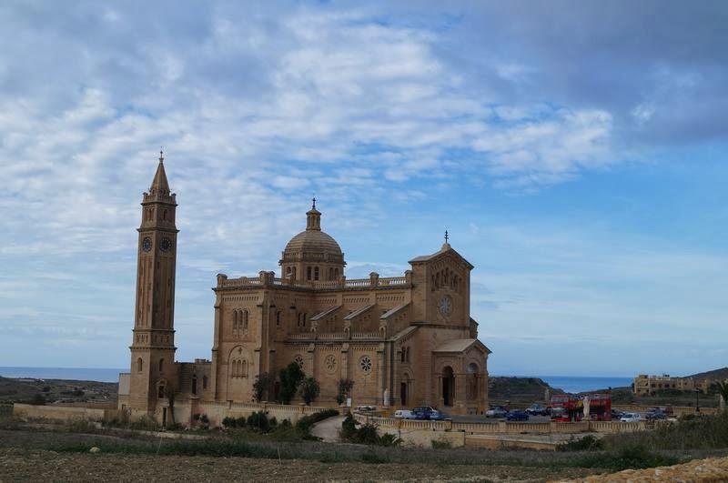 iglesia de peregrinación maltesa de Ta Pinu, iglesias de malta, iglesias de Gozo