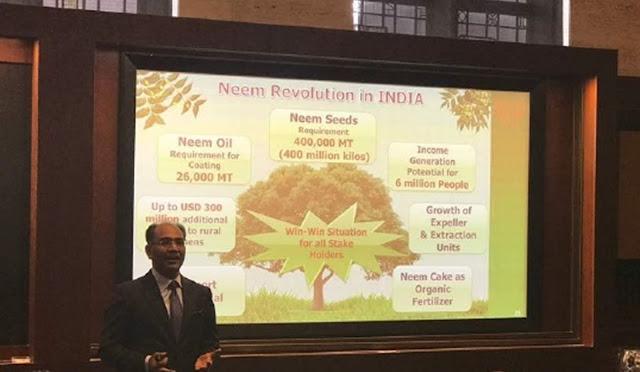 Dr. Rajiv Gupta making Presentation