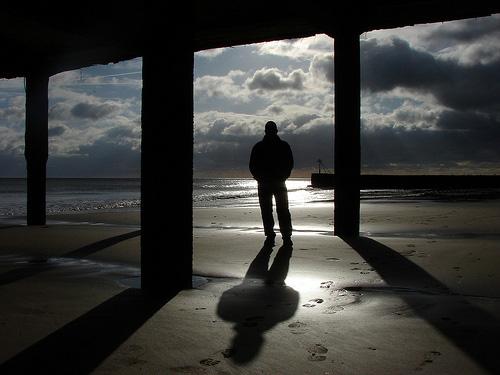 http://2.bp.blogspot.com/-8JDHCJohuKc/TwL5JSgp5tI/AAAAAAAAAZE/RcMrimkERwM/s1600/shadows-photography3.jpg