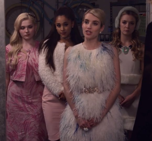 http://lookandfashion.hola.com/yo-no-me-aburro/2015/05/el-espectacular-vestuario-de-emma-roberts-en-scream-queens/