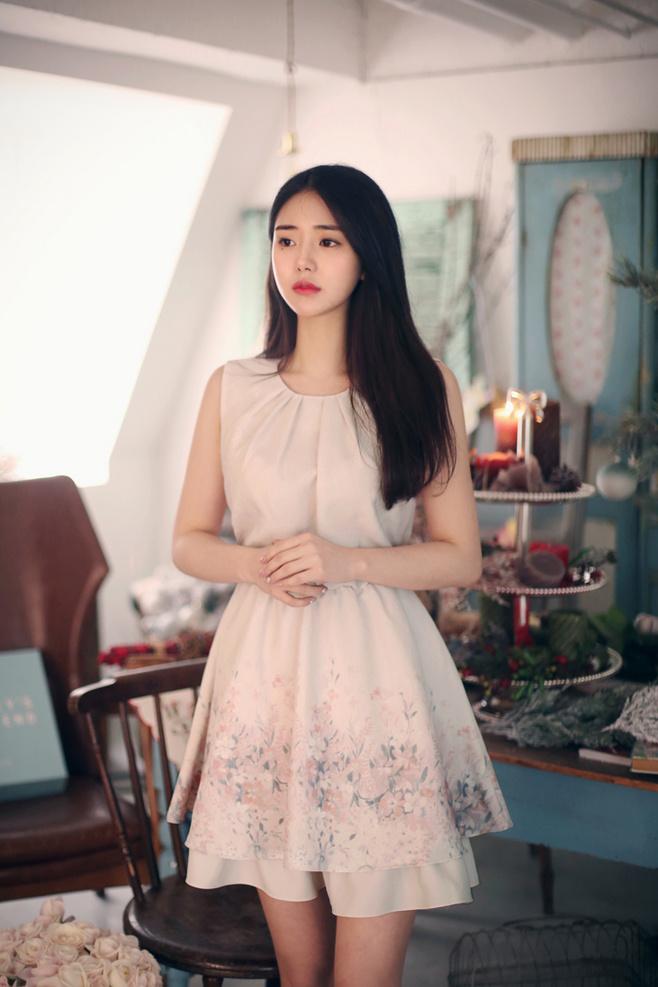 Gái xinh Hàn Quốc gợi cảm với váy ren