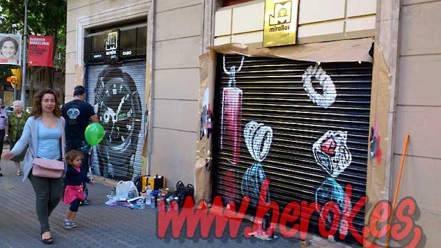 grafitis en persianas del barrio de Gracia