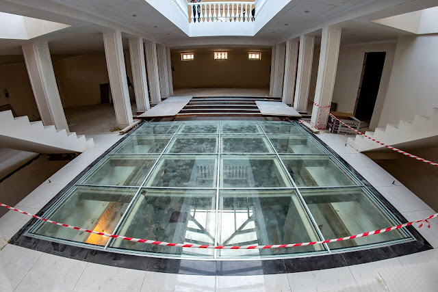 Unique glass floor