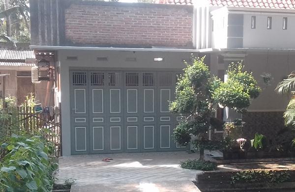 Pintu-Lipat-Besi-Garasi-Rumah-Toko