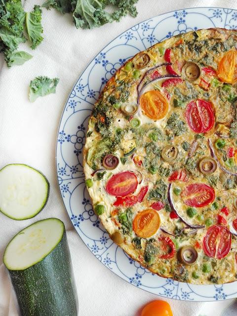Pieczony omlet z warzywami, frittata