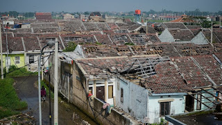 rumah rusak akibat angin puting beliung di rancaekek