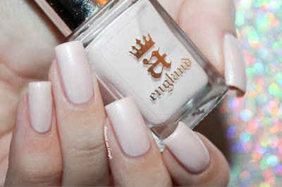 "Swatch of the nail polish ""Iseult"" from A-England"