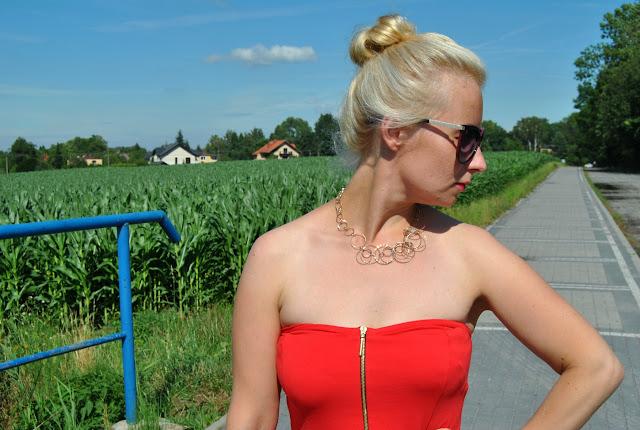 Podobno Kobieta w czerwonej sukience może więcej…