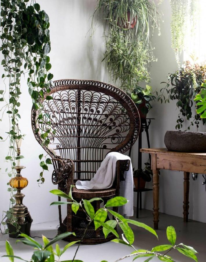 Antiguo almacen transformado en un oasis blanco y verde
