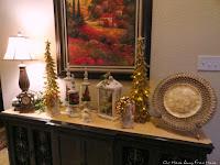 CHRISTMAS VIGNETTE ON THE ENTRANCE TABLE