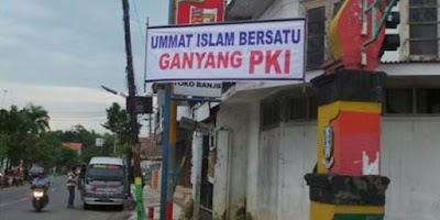 Viral, Spanduk Ganyang PKI Terpasang di Sampang