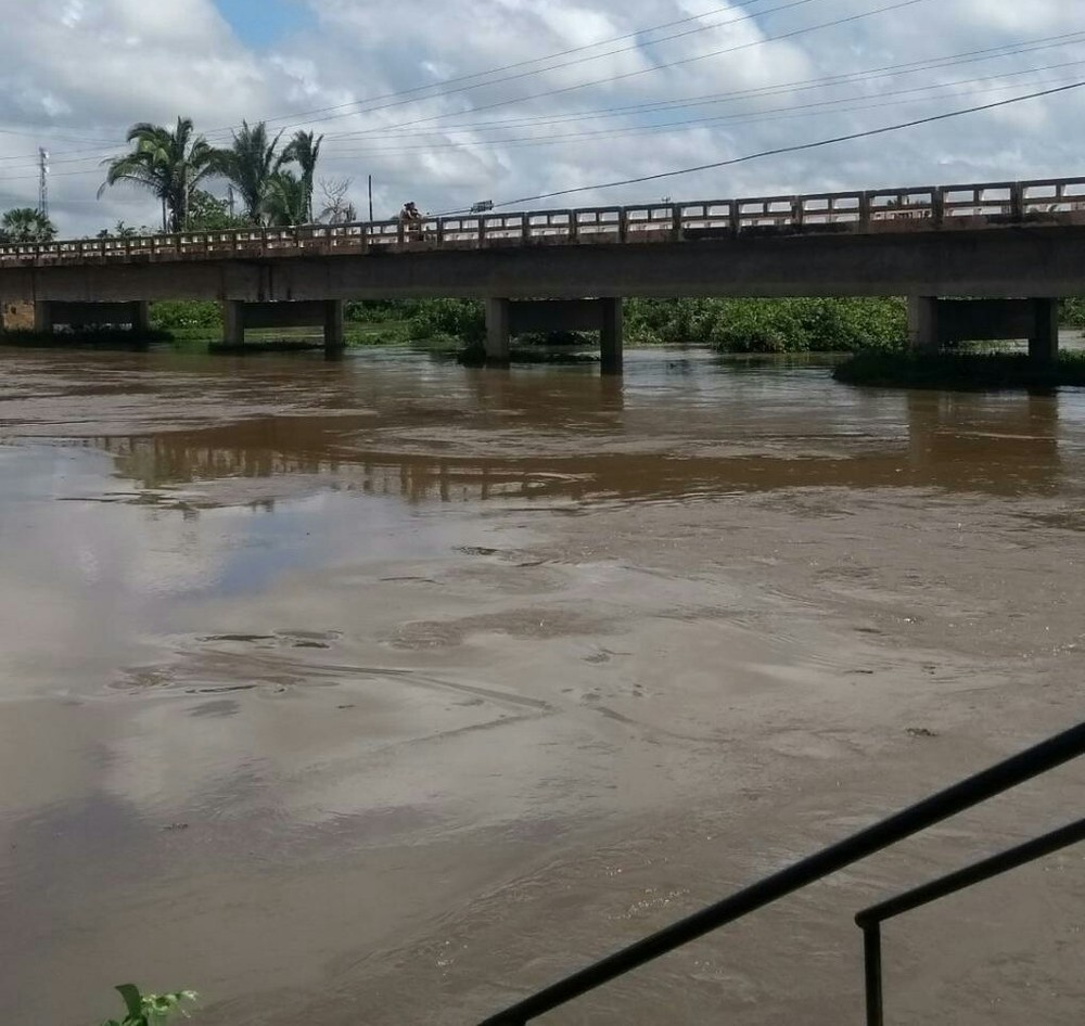 Nível de rio em Barras sobe 2 cm por hora após desvio da Barragem do Bezerro