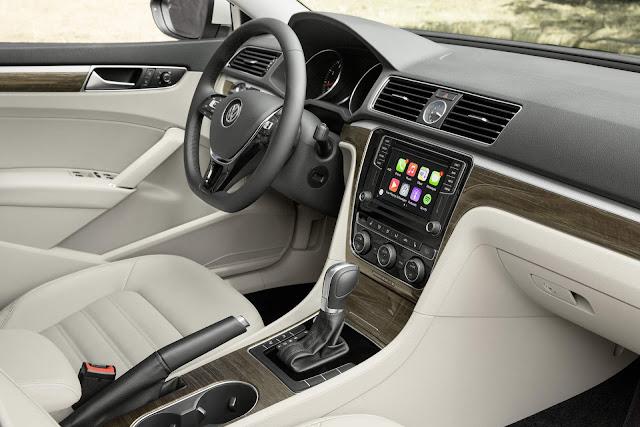 2017 VW Passat V6 3.6L DSG-6 - interior