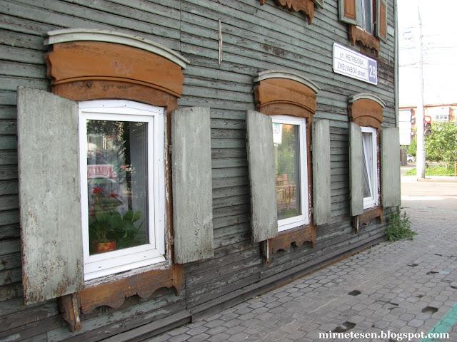 Иркутск - деревянные дома на улице Желябова