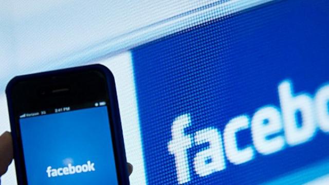 Mantan Bos Facebook Aja Kapok Pake Facebook