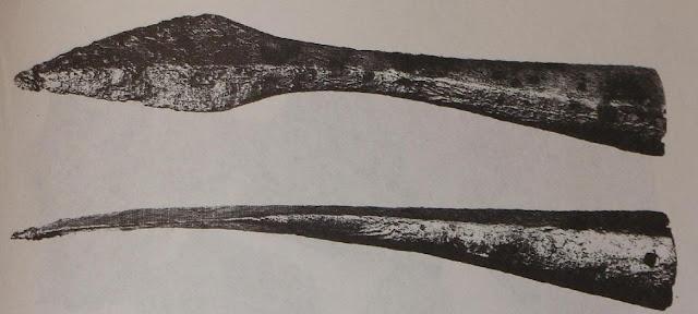 Rycina wczesnośredniowiecznego grotu oszczepu z Ujścia