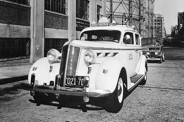 Car Rental Manhattan >> Photos of New York City Taxi Cabs in The Past ~ vintage everyday