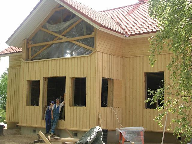 onnelliset talon rakentajat
