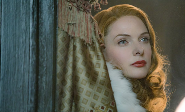 Rebecca Ferguson plays the Swedish singer, Jenny Lind in THE GREATEST SHOWMAN (2017)