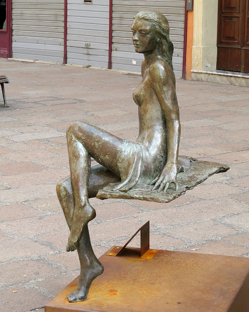 """Martina, dopo il bagno, Martina, after the bath by Leonardo Lucchi, Via IV Novembre, Bologna"