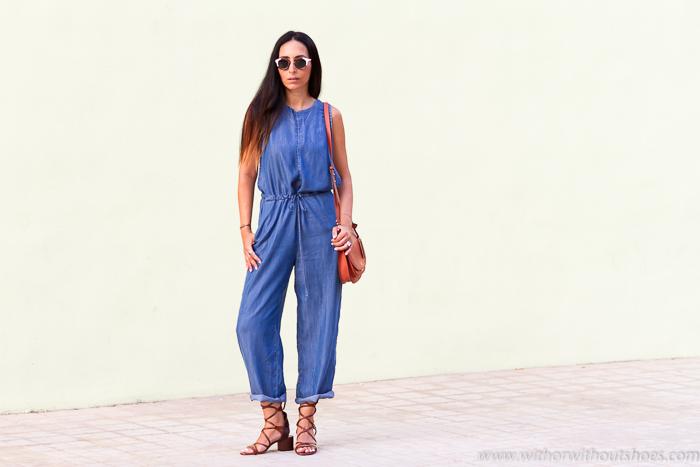 Influencer bloguera de moda valencia con estilo casual joven divertido comodo moderno