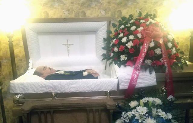 Funeraria de El Bronx retiene cadáver de criollo iba a ser sepultado en RD