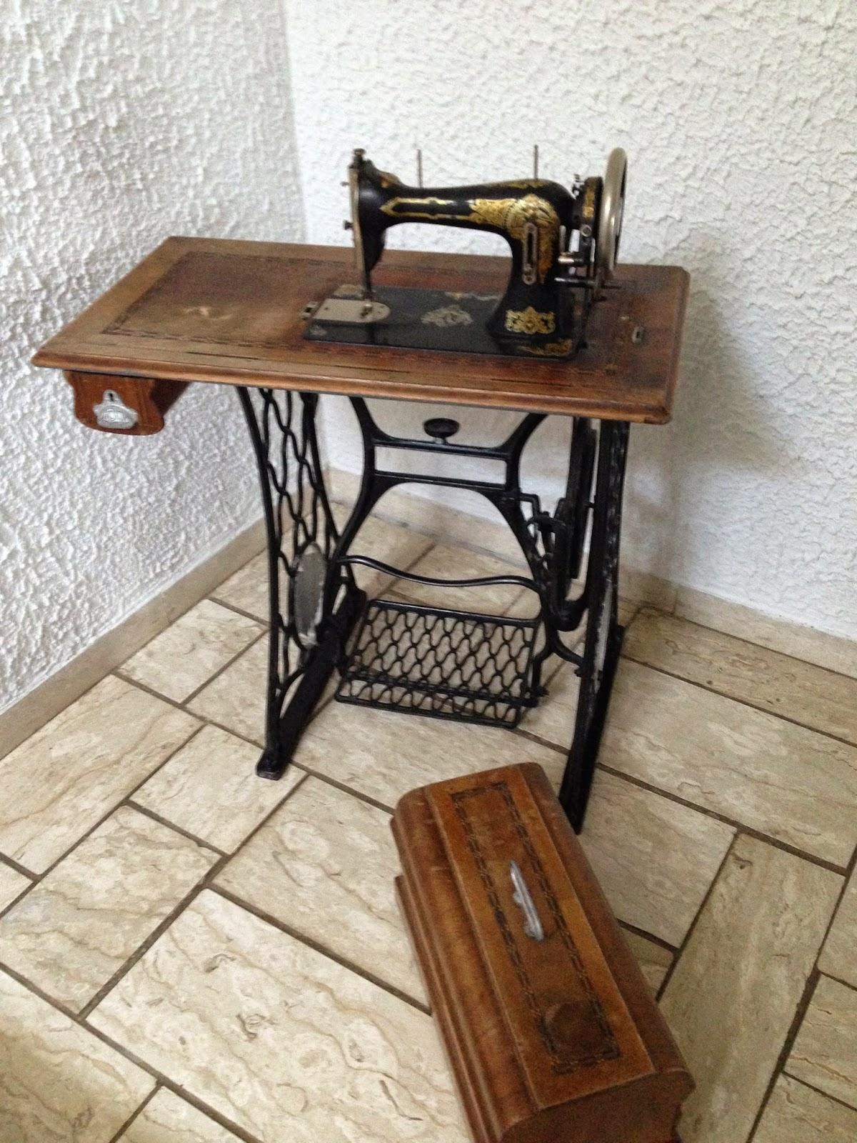 wenn es regnet upcycling eines alten n hmaschinentisches. Black Bedroom Furniture Sets. Home Design Ideas