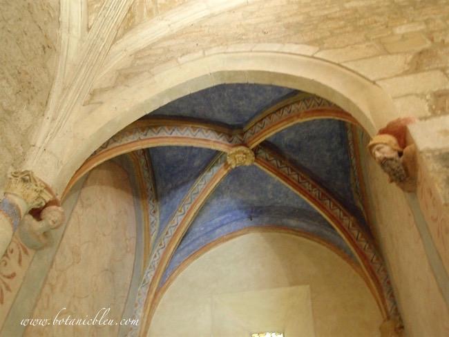 french-design-blue-ribbed-vaulted-alcove-saint-caprais-carsac-france