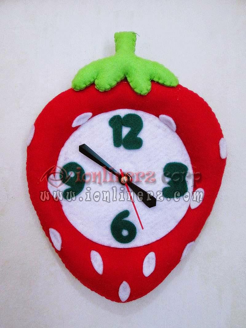 Jam Dinding Flanel Karakter Kartun Boneka Buah Strawberry