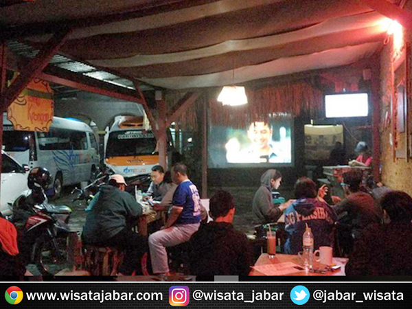 Kedai Tongkrongan di Sekeloa Bandung