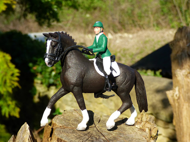 toy horse, minifigure horse