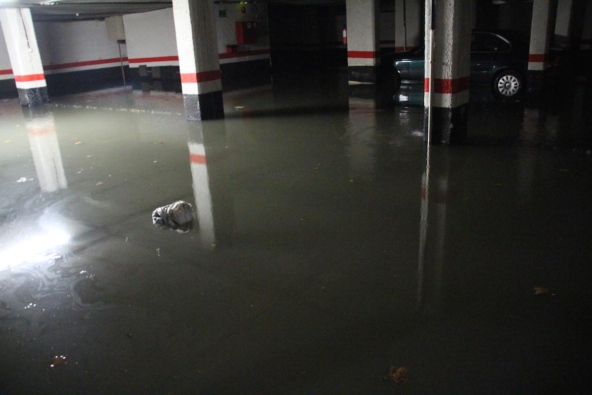 Inundación en garajes de Lutxana